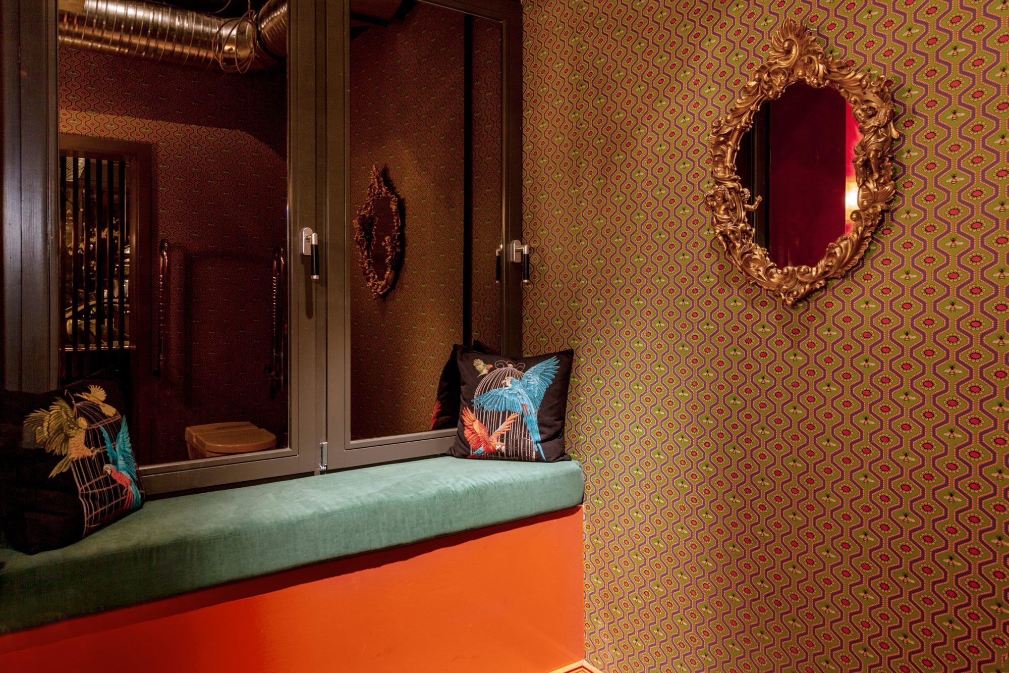 GUCCI Wallpaper alessandro michele lindholz interior design powder room wallpaper