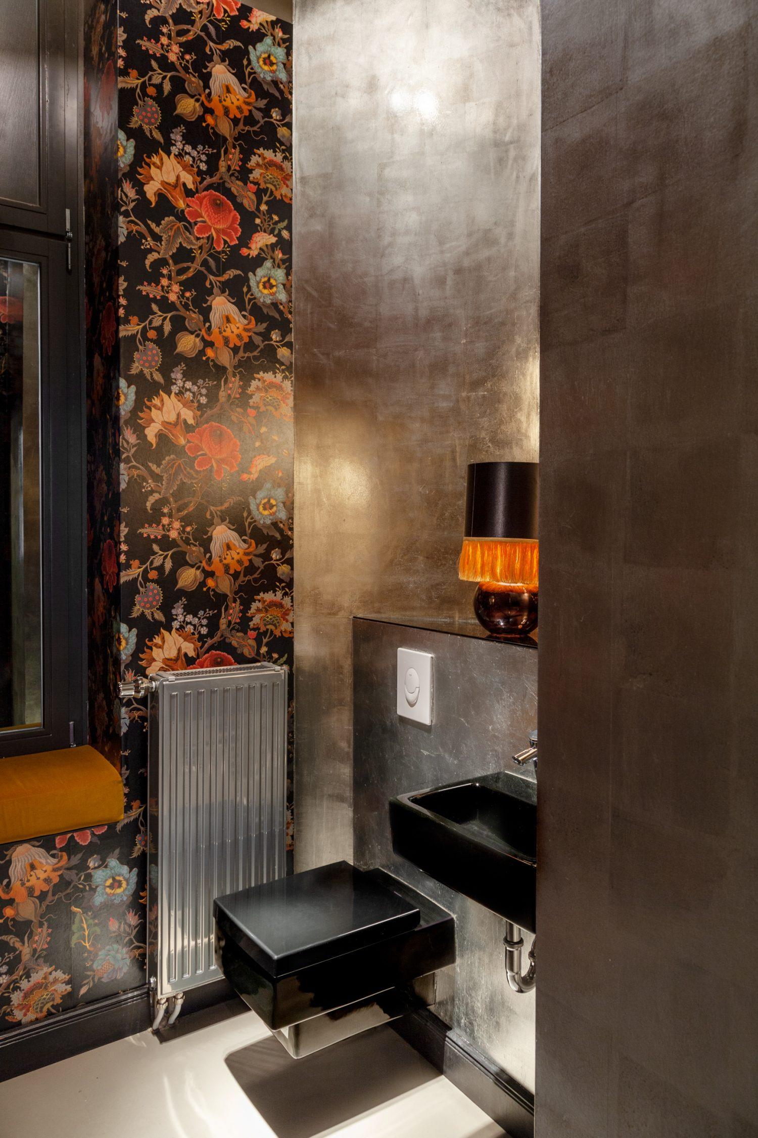 lindholz interior design bad design powder room silver leave house of hackney
